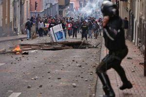 Chính phủ Ecuador tháo chạy khỏi thủ đô