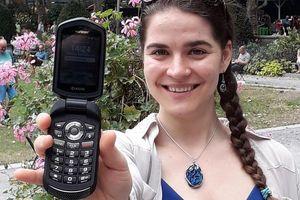 Nói không với smartphone suốt một năm, cô gái sắp được thưởng hơn 2,3 tỷ đồng