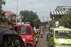Tin giả khiến nạn nhân động đất ở Indonesia hoang mang
