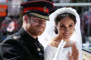 Các nàng dâu Hoàng gia Anh phá vỡ quy tắc đội vương miện trong ngày cưới như thế nào?