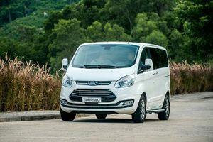 Ford Tourneo giá từ 999 triệu đồng được trang bị gì để 'đấu' với Kia Sedona?