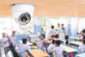 Nghi con bị đánh, phụ huynh lắp camera quay lén giáo viên được không?