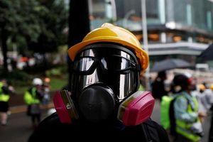 Bất chấp lệnh cấm, người Hong Kong vẫn đeo mặt nạ biểu tình