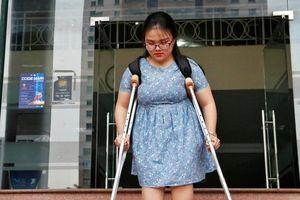 Nghị lực phi thường của nữ sinh xương thủy tinh từng 20 lần bó bột