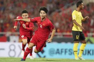 Đội tuyển Việt Nam ra sân, phe vé lại ra đường