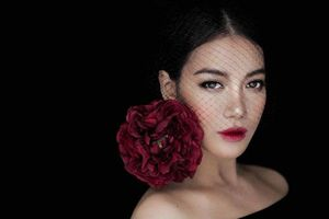 Đàn bà một đời chồng đừng sống trong tủi khổ, hãy ngẩng cao đầu như một đóa hoa hồng kiêu sa