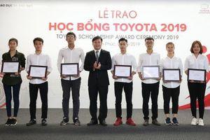 Toyota Việt Nam trao học bổng cho 115 sinh viên các trường đại học