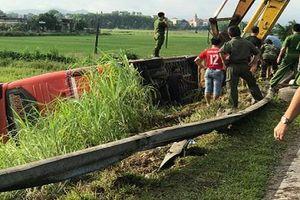 Hà Tĩnh: Xe khách lật trên đường Hồ Chí Minh, 21 người thương vong