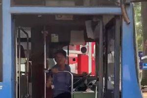 Tài xế nhổ nước bọt người đi đường không còn cơ hội lái xe buýt ở TP.HCM