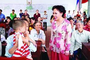 Nghệ sĩ Việt Hương: Ngày nào còn có nhau thì sống hết cho nhau