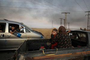 Người Kurd trốn chạy khỏi cuộc tấn công của Thổ Nhĩ Kỳ vào vùng đông bắc Syria
