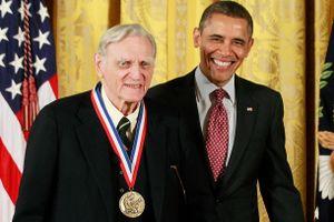 Nhà khoa học 97 tuổi đoạt giải Nobel muốn thay đổi thế giới lần nữa