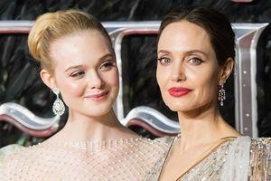 Angelina Jolie đọ sắc với 'công chúa Hollywood' Elle Fanning