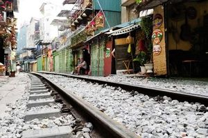 Hôm nay 10-10, cà phê đường tàu ở Hà Nội 'vắng như chùa Bà Đanh'