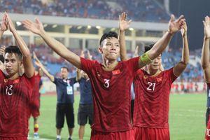 Đội tuyển Việt Nam ra sân bay từ tờ mờ sáng, tới Indonesia