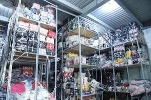 Phát hiện hơn 6.000 túi xách không rõ nguồn gốc