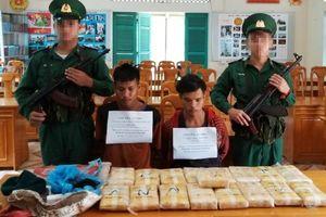 Bắt 2 người Lào vận chuyển 100.000 viên ma túy qua biên giới