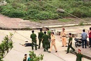 Giáng chức trung tá CSGT đứng nhìn cô gái bị người yêu đâm chết