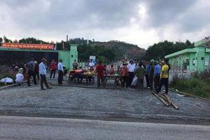 Chính quyền thất hứa, dân chặn nhà máy rác phản đối mong được di dời