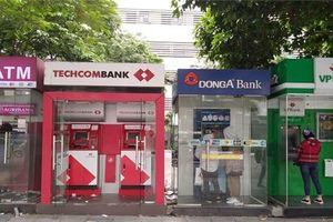 17 ngân hàng Việt Nam bị xem xét hạ tín nhiệm