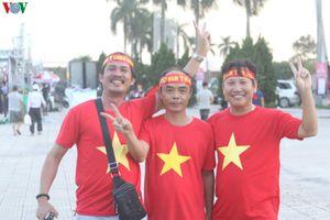 CĐV Việt Nam 'nhuộm đỏ' Mỹ Đình, tiếp lửa thầy trò HLV Park Hang Seo