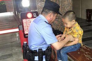 Trung Quốc: Mẹ mải chơi mạt chược, con đi lạc cũng không hay biết
