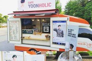 Tặng nhau 'xe cà phê': nét văn hóa đáng yêu của nghệ sĩ Hàn