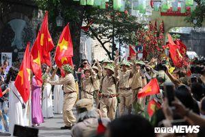 Tái hiện hình ảnh lịch sử đoàn quân giải phóng tiếp quản Thủ đô 65 năm trước
