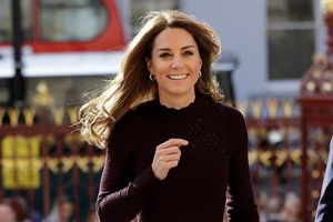 Công nương Kate gây tranh cãi khi xách túi 4.000 USD đến bảo tàng