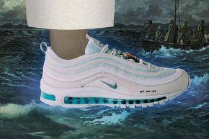Giày Nike chứa nước thánh giá 4.000 USD cháy hàng trong một phút