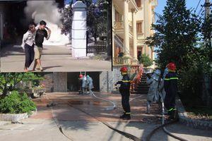 Hà Nội: 5 người mắc kẹt trong trong đám cháy nhà xưởng được giải cứu