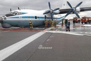 An-12 Nga suýt gặp thảm họa khi phải hạ cánh bằng bụng