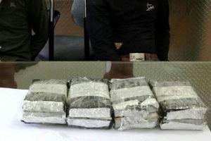 Bắt giữ hai đối tượng tàng trữ, mua bán tám bánh heroin