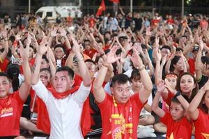 Hàng ngàn người 'hát vì đội tuyển'
