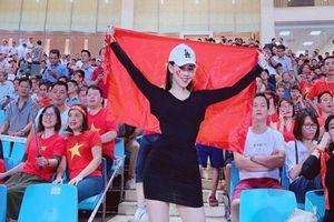 Nữ CĐV hot nhất trận thắng của đội tuyển Việt Nam, tưởng lạ hóa quen