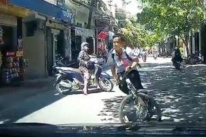 Học sinh đi xe đạp gặp 'Ninja Lead' và cái kết 'đắng'