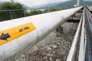 Ecuador đình chỉ phân phối gần 70% sản lượng dầu thô
