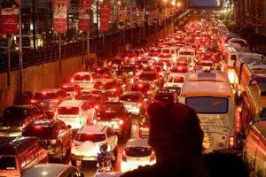 Người dân nghẹt thở đến 'phát điên' vì cảnh tắc đường tới đỉnh điểm ở thành phố đông dân bậc nhất thế giới