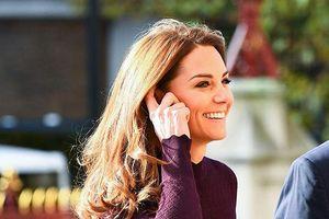 Kate Middleton nhận cơn mưa lời khen khi lần đầu nhuộm tóc ánh vàng
