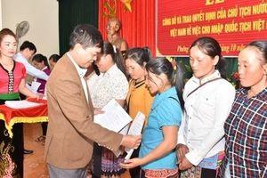 Thêm 123 công dân Lào nhập quốc tịch Việt Nam