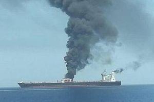 Siêu tàu chở dầu Iran trúng tên lửa ngoài khơi Arab Saudi