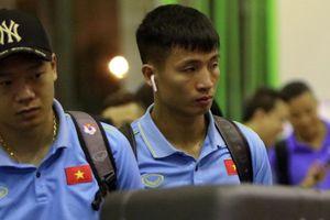 Tờ mờ sáng, tuyển Việt Nam ra sân bay lên đường đấu Indonesia