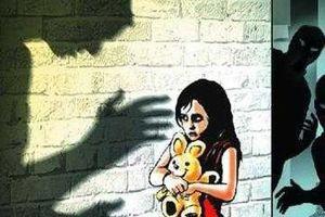 Khởi tố 'ông nội hờ' 77 tuổi nhiều lần xâm hại bé gái