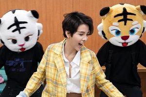 Vũ Cát Tường nói tiếng Hàn, thoải mái đùa nghịch trong hậu trường tổng duyệt Asia Song Festival 2019