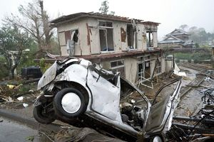 Nhật Bản hứng chịu lốc xoáy và mưa lớn trước khi siêu bão đổ bộ