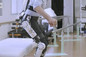 Điều khiển chân tay giả bằng sóng não, giải pháp mới cho người bị liệt