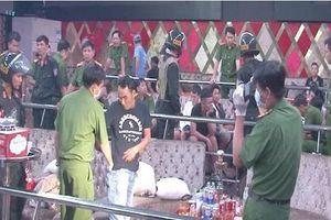 Kiên Giang: Đột kích quán bar, phát hiện nhóm 'nam thanh, nữ tú' thác loạn, phê ma túy