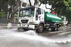 Hà Nội khởi động lại việc tưới nước rửa đường