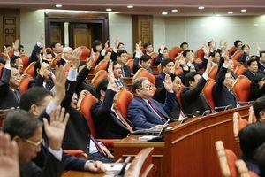 Thông qua Nghị quyết Hội nghị Trung ương 11