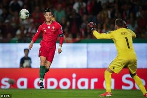 Ronaldo ghi tuyệt phẩm, Bồ Đào Nha thắng '3 sao'